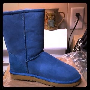 BRAND NEW SIZE 7 BLUE UGGS